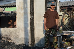 new clothes because his old ones burned up in the fire (the foreign photographer - ฝรั่งถ่) Tags: man new clothes fire burned out structure khlong than portraits bangkhen bangkok thailand nikon