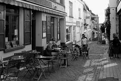 Les Marolles - 052 (bruxelles5) Tags: marolles brussels bruxelles quartier populaire rue haute noir blanc black white