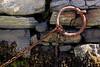 HALT FEST (Zoom58.9) Tags: mauer steine schiffsanleger ringe ketten weisheiten wünsche hoffnungen ship boat boote segelboote insel island wall stones shipping ring chain wisdom hopes congratulations glückwünsche familie family freundschaft friendship gesundheit health hoffnung hope leben life canon eos 50d welt afika asien europa amerika australien africa asia europe usa australia world kirche churce kette