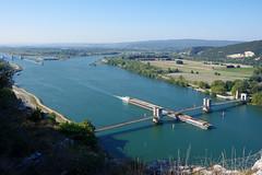 Donzère (Drôme) : le Rhône et le pont du Robinet (bernarddelefosse) Tags: donzère rhône pontdurobinet fleuve eau canal péniche drôme ardèche rhônealpes paysage