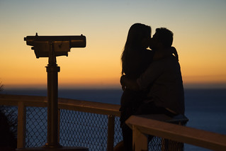 Couple kissing at Oliver's Hill Lookout
