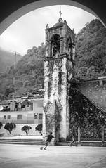 Iglesia y fútbol (Marcos Núñez Núñez) Tags: futbol iglesia tlacoatzintepec oaxaca chinantla