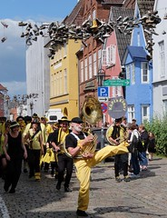 Käpt`n Kümos Marchingband (G_u_e_d_e) Tags: stadt stadtansicht häuser strasen gassen kopfsteinpflaster schleswigholstein norddeutschland