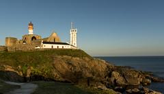La Pointe Saint Mathieu (Sugarth Photo) Tags: phare lighthouse france finistère 29 bretagne stmathieu orangehour récifs océan nikkor2470mmf28 sémaphore d750
