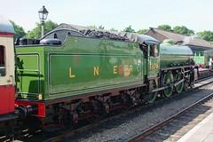 WANSFORD 190605 1306 2 (SIMON A W BEESTON) Tags: yarwell nvr nene valley railway lner b1 mayflower 1306 locomotive train railroad car