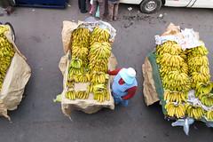 Bananas street vendor @ Puno (Mabelín Santos) Tags: peru travelingperu puno viajandoporperú streetfood streetvendor banana banano ripefruit ripebananas перу peruu pérou秘鲁 ペルー เปรู 페루 canonpowershotelph340hs canon