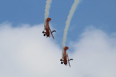 AirbourneSaturday2017-326 (mcaviationphoto) Tags: airbourne eastbourne 25thanniversaryofairbourne breitlingwingwalkers breitlingsa aerobatic aerobaticteam civilianaerobaticdisplayteam boeingstearmanmodel75 boeingstearmankaydet stearman kaydet stearmanaircraftcorporation theboeingcompany boeing boeingstearman biplane trainer warbird aerosuperbaticsltd rfcrendcombairfield