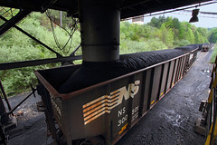Loading at Red River Coal Company (Moffat Road) Tags: norfolksouthern ns coaltrain redrivercoal steerbranch dixiana virginia train railroad va loadout coalloader branchline hopper 300501 wise