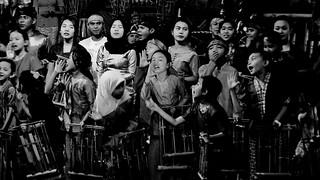 INDONESIEN, Java, Beim Angklung-Spiel (Bambusinstrument), 17173/9678