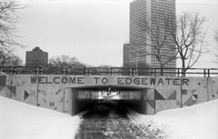 A cold welcome (pabs35) Tags: film believeinfilm 35mm blackandwhite ilford fp4 ilfordfp4plus canon canonet ql17 canonetql17 winter chicago snow cold