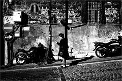 spi_273 (la_imagen) Tags: türkei turkey türkiye turquía istanbul istanbullovers eminönü sw bw blackandwhite siyahbeyaz monochrome street streetandsituation sokak streetlife streetphotography strasenfotografieistkeinverbrechen menschen people insan woman licht shadow light schatten gölge ışık