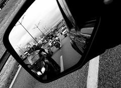 Retrovisor (Rubens Portugal) Tags: reflexo reflection retrovisor rearviewmirror estrada road street streetphotography monocromático monochrome blackandwhite blackwhite bw pb bp espelho faixa moto motocicleta auto automovel