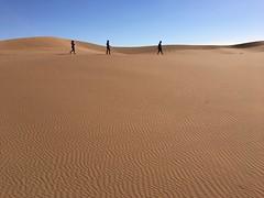 Marokko Handyfotos 075 (izzaga) Tags: marokkohandyfotos sand dunes sahara desert morocco trekking walking silence