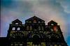 94-07 F le puy son gegenlicht fass frosch p ag19-095-1 (u ki11 ulrich kracke) Tags: bw f fassade froschp gegenlicht kirchturm lepuy muster silhouette sonne torbogen cof013