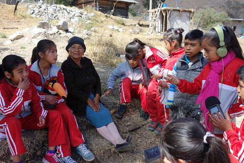 """Nous avons ensuite interviewé les """"abuelitas"""" (les mamies) du village !"""