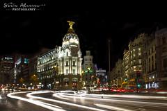 Edificio Metrópolis, Madrid (Sonia Alcaraz) Tags: madrid light trails longexposure motion photography street urban traffic