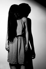 le mur l'ombre / hiding your shadow (Etienne Boissise) Tags: mur ombre lemurlombre shadow hidingyourshadow girl noiretblanc unefille cheveuxnoirs blackhair bwlight blackandwhite bwattitude
