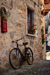 Borghi d'Italia (thomas.amicabile) Tags: borghi italia italy strada street arte art storiche dettagli bike sfondo case architettura designe