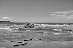 Brasilien 2017-18 Itapirubà Fischer 9 (rainerneumann831) Tags: brasilien itapirubà strand meer fischer boot bw blackwhite blackandwhite ©rainerneumann