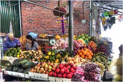 337-MERCADO DE HALONG - VIETNAM - (--MARCO POLO--) Tags: mercados exotismo curiosidades paises frutas ciudades rincones
