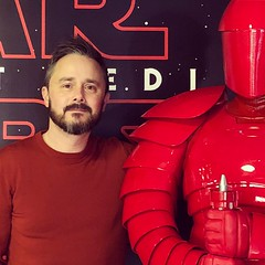 Guard and moi (vapour trail) Tags: star wars last jedi snoke guard red private viewing cinema film picturehouse central man person simon