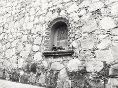 Dejando una flor... (spawn5555) Tags: iglesia catedral colonial aguascalientes méxico arquitectura edificio