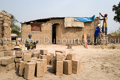 WEB_ACTED_Bangui_Reconstruction_27.01.2018-15 (Gwenn Dubourthoumieu) Tags: acted bangui car centrafrique centralafricanrepublic house idp rca républiquecentrafricaine déplacés maison reconstruction