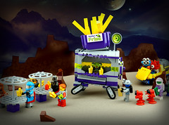 FebRovery 2018 23 (TFDesigns!) Tags: lego space rover febrovery foodtruck frost squidman alien planet
