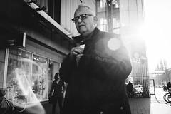 L1038564 / München 2018 (markvolz) Tags: challenge oneyearonecameraonelens 35mm streetphotography street menschen people city stadt streetfotografie strasenfotografie kunst blackandwhite schwarzweis blackisking ilovebw bw summilux leica leicam9 m9 explore