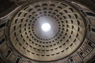 Roma : Pantheon- Cupola del diametro di m.43,3 .