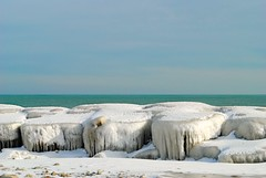 Frozen shore of Lake Michigan - Kenosha, Wisconsin (Cragin Spring) Tags: kenosha kenoshawi kenoshawisconsin wisconsin wi midwest unitedstates usa unitedstatesofamerica lake ice rock winter snow lakemichigan shoreline greatlakes