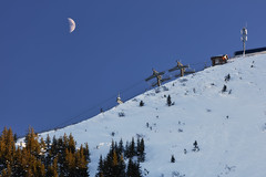 Afternoon moon (Thomas Mülchi) Tags: 2017 ch cantonofstgallen flumserberg landscape maschgenkamm moon mountain mountains switzerland blue bluesky chairlift clear clearsky skilft sky snow snowy sunny tree trees winter quarten sanktgallen