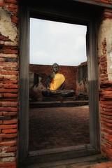 A pleasant surprise (leewoods106) Tags: ayutthaya thailand buddha buddhism historiccity history statue orange red
