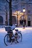 Paris (Yann OG) Tags: paris parisian parisien france français french neige snow placedauphine îledelacité cité hiver winter vélo bike lampadaire réverbère 50mm f18 75001