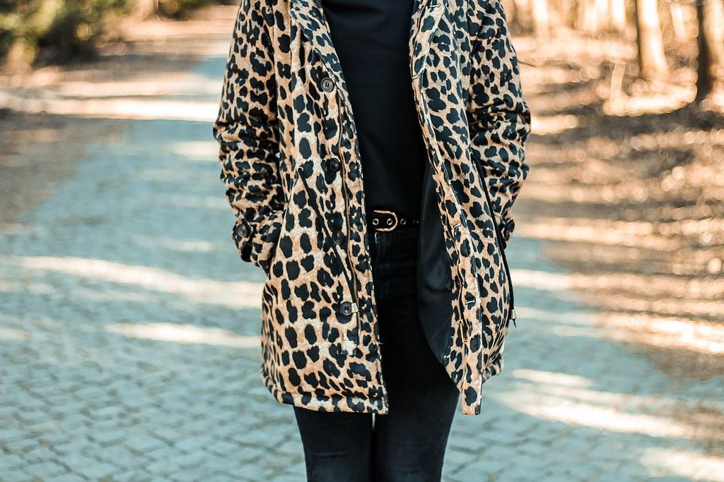 outfit_casaco_loavies_padrão_leopardo