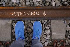 ATENCIÓN (Jordi Sureda) Tags: atención danger train tren hierro via blue stone pies composition