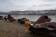 ... per non dimenticare ... so you don't forget (Marco_964) Tags: danubio danube budapest ungheria hungary memoriale memorial river fiume pentax pentaxk50 reflex shoes scarpe monument monumento