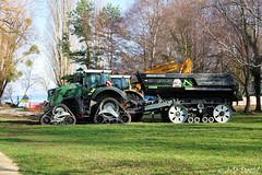 Des monstres dans mon paradis ! (jean-daniel david) Tags: transport tracteur remorque engin arb réservenaturelle pelouse lac lacdeneuchâtel yverdonlesbains arbre forêt vert ciel chantier