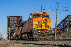 BNSF 523 | GE B40-8W | BNSF Thayer South Subdivision (M.J. Scanlon) Tags: bnsf523 ge b408w mlrkmem bnsflrkmem mnlmej bnsfmlkrmem mlkrmem bnsf bnsfrailway bnsfthayersouthsub friscobridge harahanbridge memphis tennessee tree sky digital merchandise commerce business wow haul outdoor outdoors move mover moving scanlon mojo canon eos engine locomotive rail railroad railway train track horsepower logistics railfanning steel wheels photo photography photographer photograph capture picture trains railfan atsf523 atsf