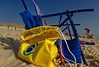 Accessoires de plage (Edgard.V) Tags: plage praia beach spiaggia chaise cadeira chair sable sabbia areia sand ciel ceu cielo sky blue bleu azul azurro jaune giallo amarelo yellow brasil brésil brasile brazil