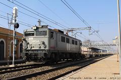Algo diferente. (Adrian_Tresmil) Tags: renfe 269 comsa casetas japonesa plataformas empresa privada ferrocarril