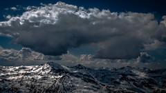 Monstre Sacré (Frédéric Fossard) Tags: montagne mountain snow neige altitude horizon alpes vanoise savoie ciel sky nuages clouds cumulus cimes crêtes snowcapped lumière ombre light shadow mood moodyweather dramatique atmosphère contraste mountainridge mountainrange picdemontagne montagnesenneigées mountainpeaks