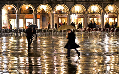 rainy night in venice (poludziber1) Tags: street streetphotography skyline sky city colorful cityscape color colorfull night light people umbrella venice venezia italia italy challengeyouwinner matchpointwinner mpt608