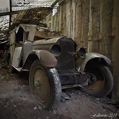J'étais pourtant belle... (Fallowsite) Tags: vieux garage véhiculesréformés mécanique vieillesvoitures abandonné ancien abandonned decay d610 desaffecté decayed decrépitude urbex urbanexpolration explorationurbaine lieuxoubliés oldplace friche forgottenplace véhicule voiture