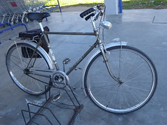 Parked (cyclingshepherd) Tags: rabeneick augustrabeneick brackwede brackwedebielefeld bielefeld 2018 february fevreiro februar europe europa portugal algarve olhao olhão parked continente fahrrad rad fahrräder bike cycle bicycle bicicleta bicicletta velo pannier igh hubgear headlamp chainguard chrome bikerack rack wingnuts lugs lugged upright elegant graceful