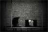 Geometria divergente - Divergent geometry (josansaru) Tags: josesantiago fotografiacreativa josansaru nikon nikonistas d90 blancoynegro monocromo bw geometria triangulos pantalla persona museo arte macba barcelona
