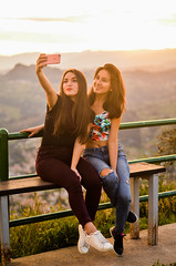 girls at the golden hour (Galo Andrés) Tags: