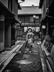 This is why it's fun getting lost in Miyagawachō (Rekishi no Tabi) Tags: miyagawacho kagai kyoto geiko maiko apprenticegeisha apprenticegeiko japan leica monochrome