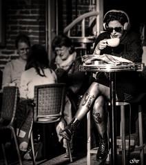 Pause café (Toulouse-France) (Guy World Citizen) Tags: café terrasse bistrot rue gens femme portrait toulouse france street people blackwhite citizens skancheli