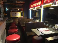 Mulberry Street New York Pizza, 47 Moscow Rd, London W2 4AH (droolworthy) Tags: fatlesdrinks prosecco frizzante winepairing wine vino sparklingwine pizza newyorkpizza nypizza napolipizza instapizza tomato mozzarella tuna redonions anchovies capers takeaway